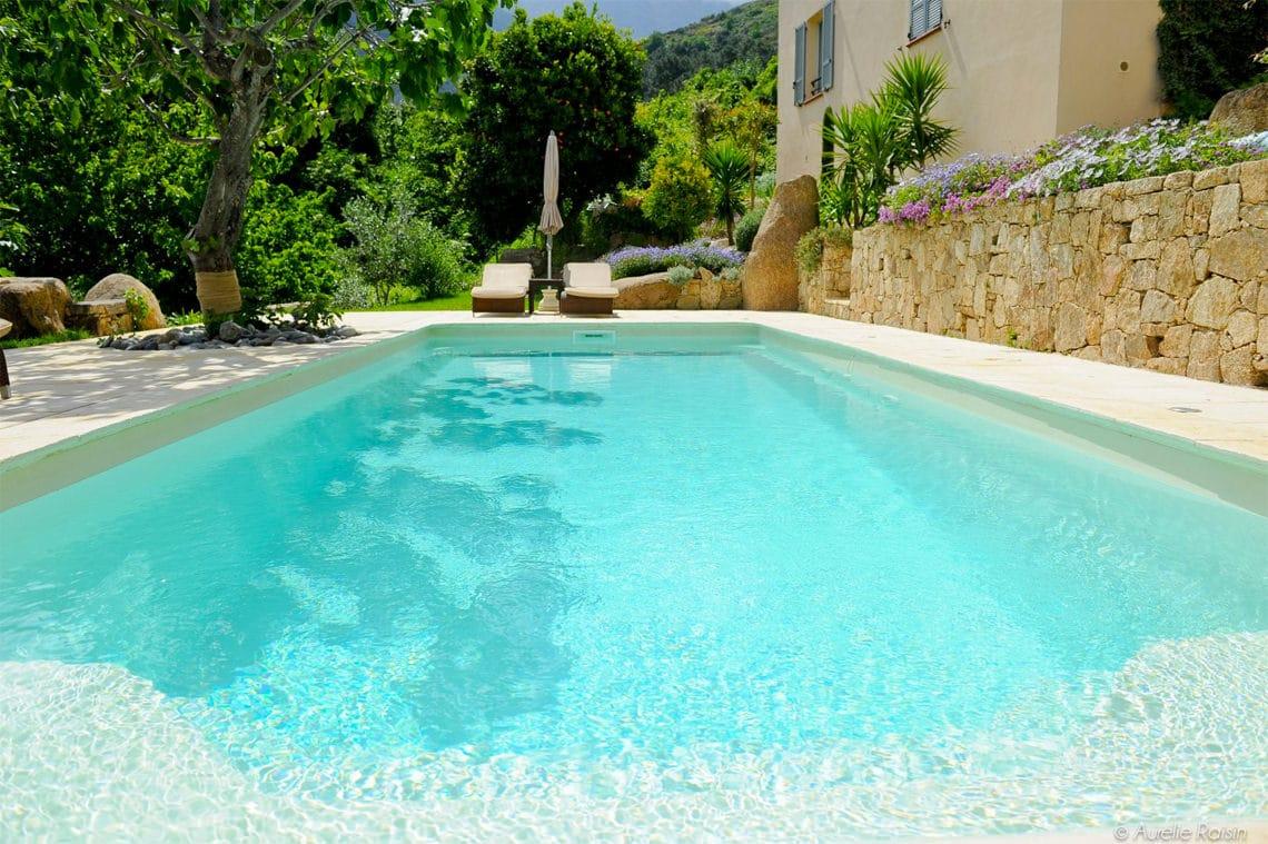 4-sterren-hotel-op-Corsica-zwembad