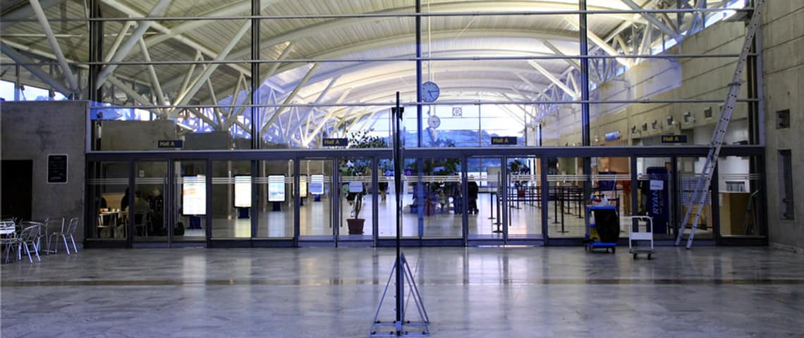 Aankomst-vertrekhal-Figari-Airport
