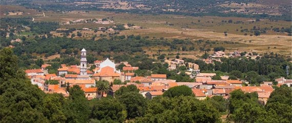 Calenzana-en-de-bergen-overzicht