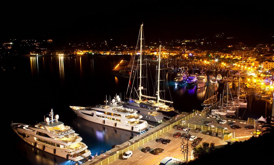 Calvi-jachthaven-in-de-avond