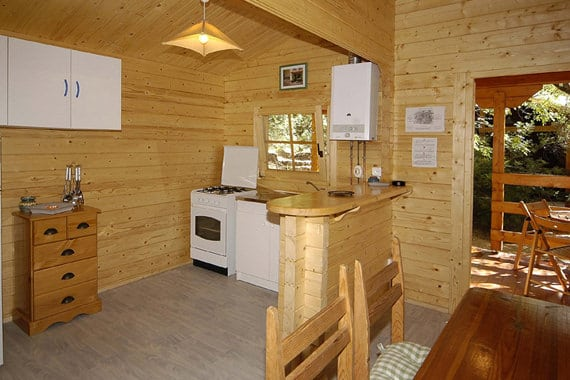 Camping-Les-Oliviers-Corsica-inrichting-bungalow