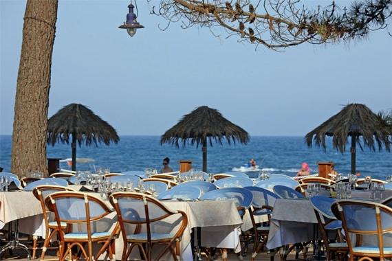 Camping-Perla-di-Mare-restaurant-strand-2