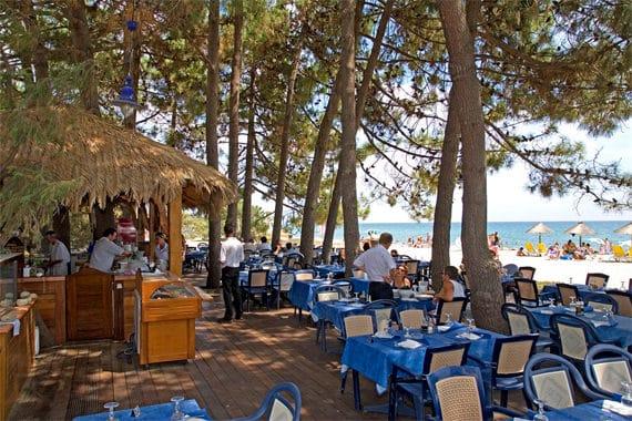 Camping-Perla-di-Mare-restaurant-strand