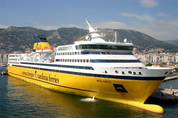 Geniet van de faciliteiten aan boord van corsica ferries for Mega express 2 piscine
