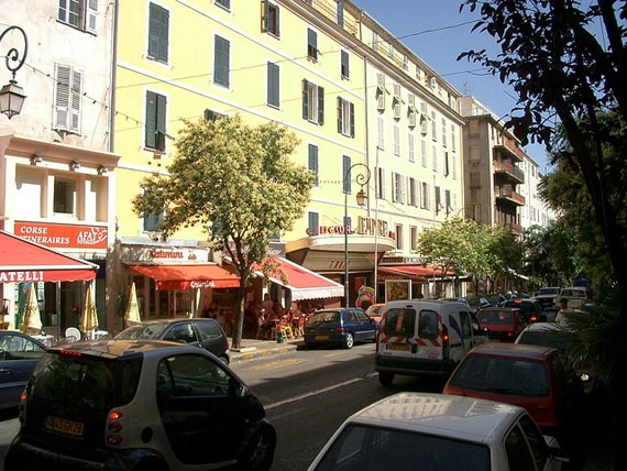 Cours-Napoleon-straat-Ajaccio-2