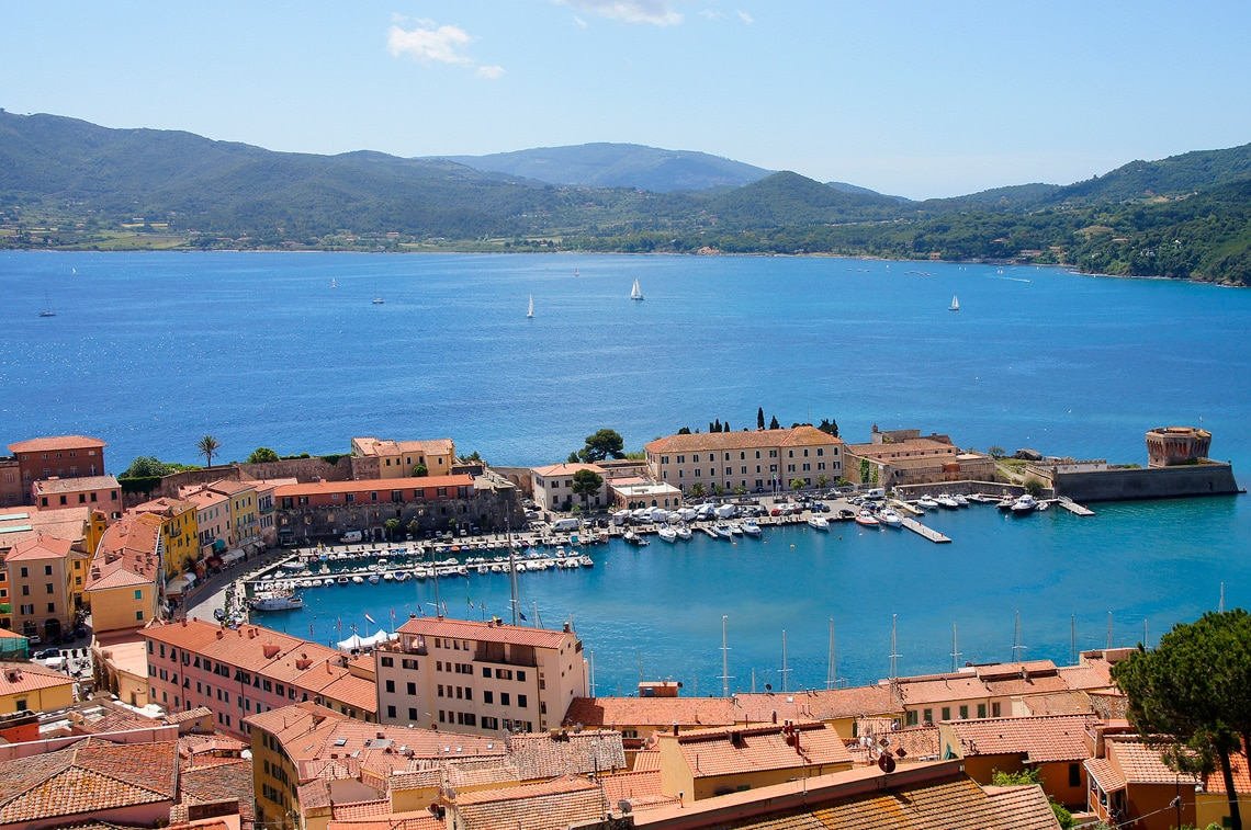 De-historische-haven-van-Portoferraio