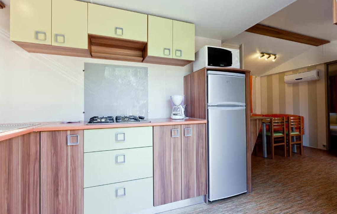 Keuken-in-caravan-op-Corsica