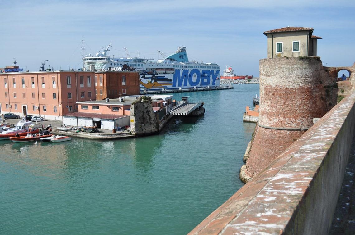 Moby-veerboot-in-Livorno-naar-Corsica