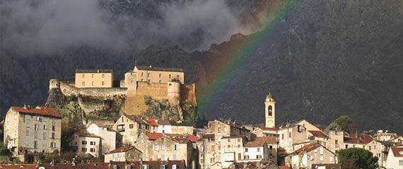 Overzicht-van-Corte-met-regenboog