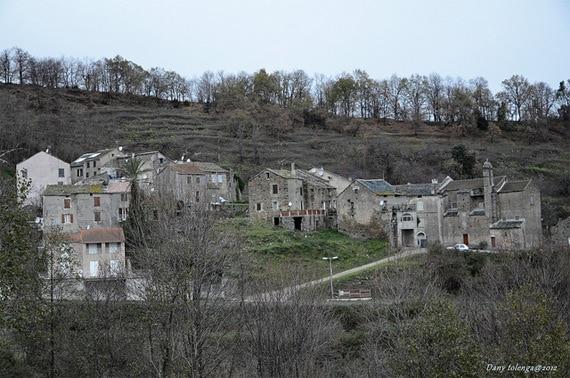 Parc-Naturel-de-la-Corse-stad-in-de-bergen