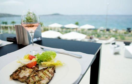 Restaurants-op-Corsica-aan-de-kust-met-vis