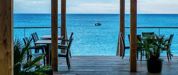 Restaurants-op-Corsica-uitzicht-op-zee