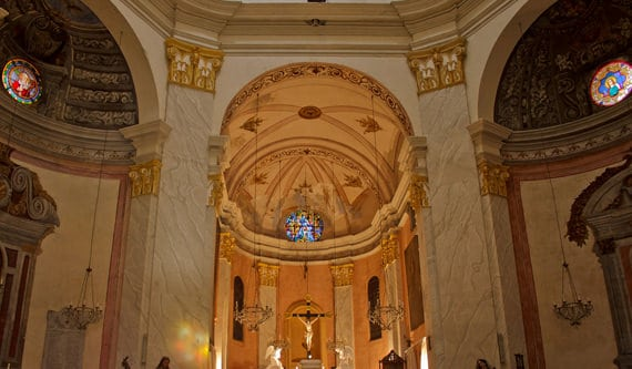 Sainte-Marie-Majeure-Calvi-binnenkant-kerk