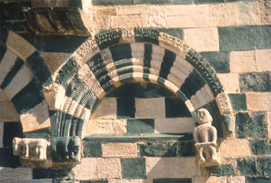 San-Michel-de-Murato-symbolen
