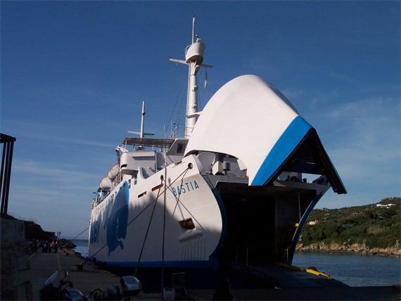 Santa-Teresa-di-Gallura-Sardinie-naar-Corsica-ferry