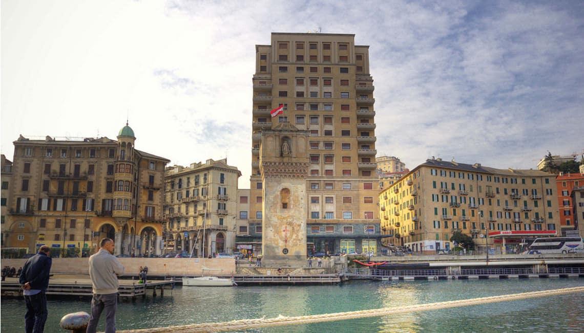 Toren-in-de-haven-van-Savona