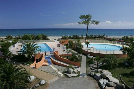 Vakantiepark-Residence-Cala-Bianca-Borgo-zwembad