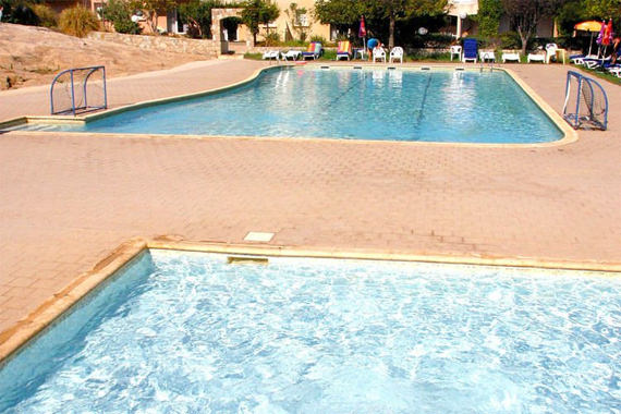 Vakantiepark-Residence-Maristella-Algajola-zwembad