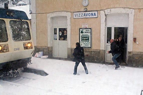Vizzavona-centraal-station-in-de-sneeuw
