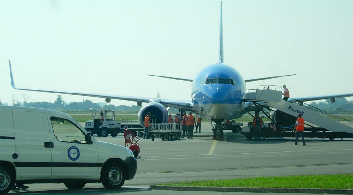 Vliegtuig-op-Bastia-Airport-klaar-voor-vertrek