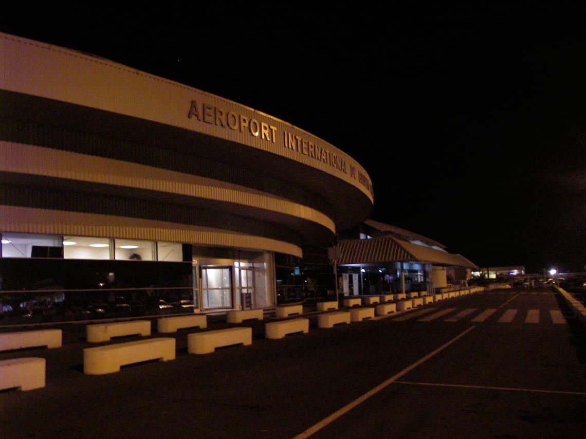 Vliegveld-Bastia-Corsica-in-de-avond