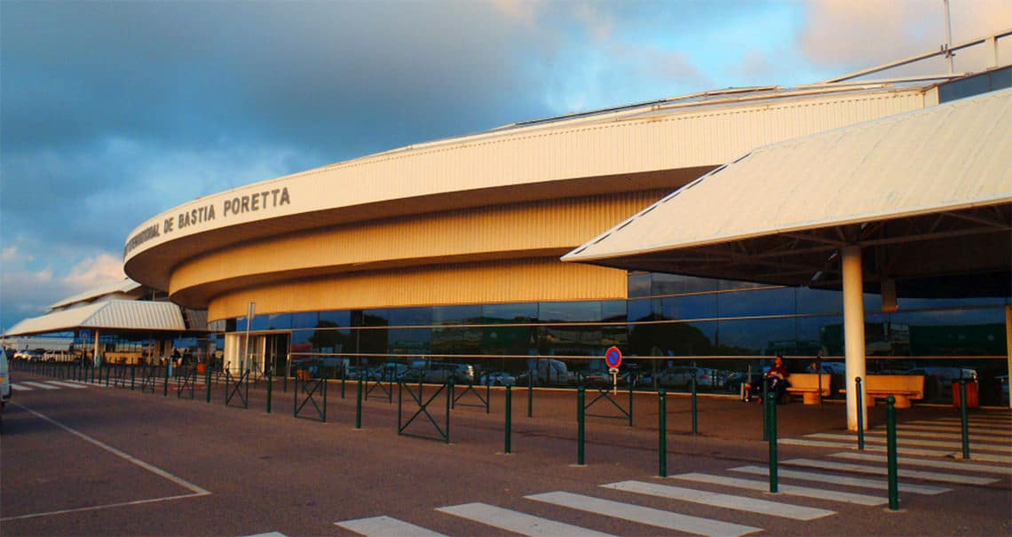 Vliegveld-Bastia-Corsica-overdag