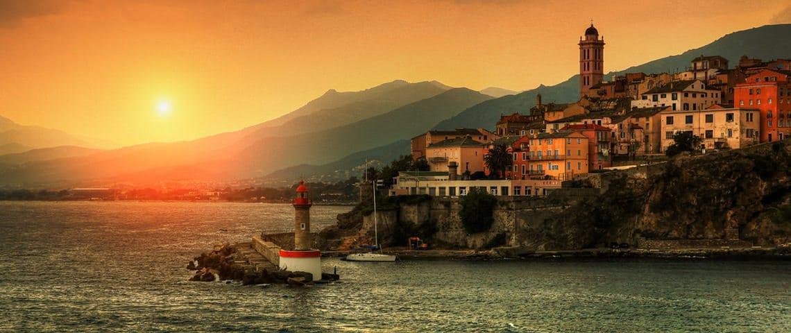 Basta-stad-Corsica