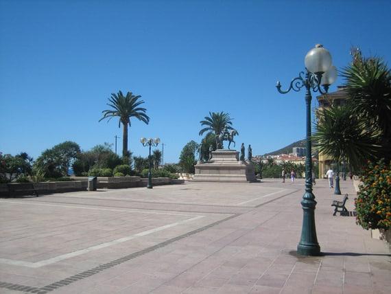 Cours-Napoleon-standbeeld-Napoleon-Ajaccio