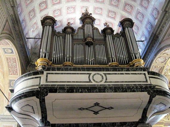 De-kathedraal-van-Ajaccio-orgel-in-het-centrum