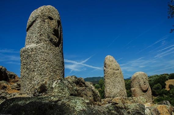 Filitosa-Menhirs-andere-hoek