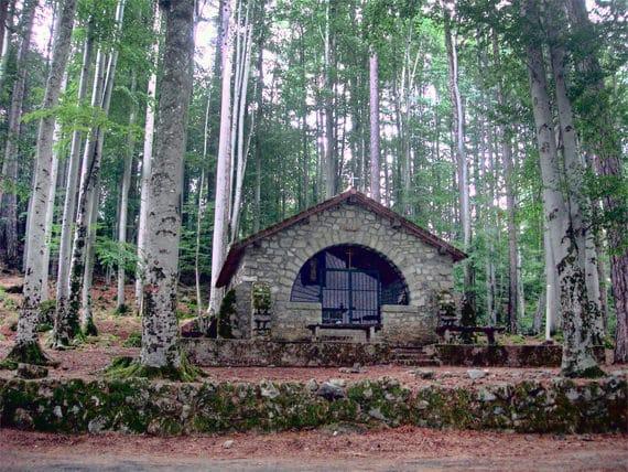 Foret-de-Vizzavona-kerk-in-het-bos