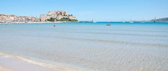 Het-strand-van-Calvi-een-heerlijk-wit-strand