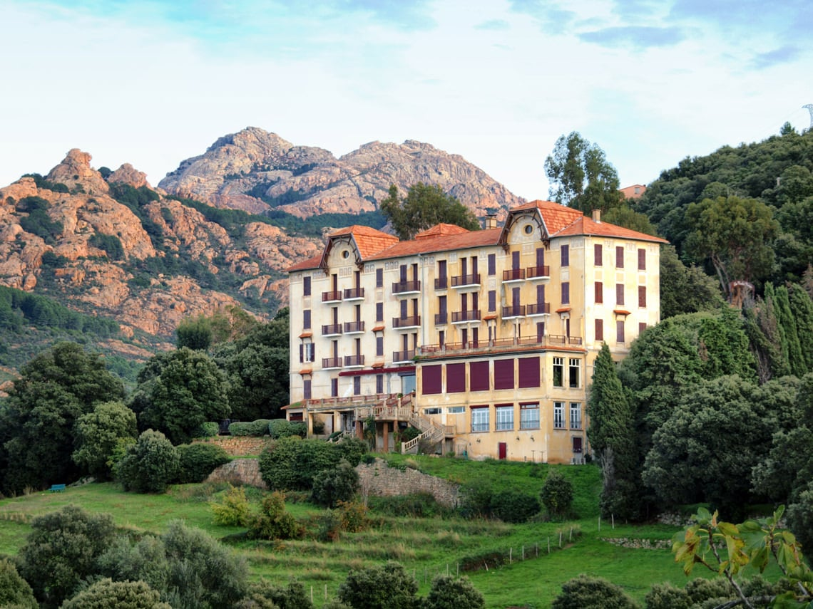 Hotel-Les-Roches-Rouges-Piana-Corsica