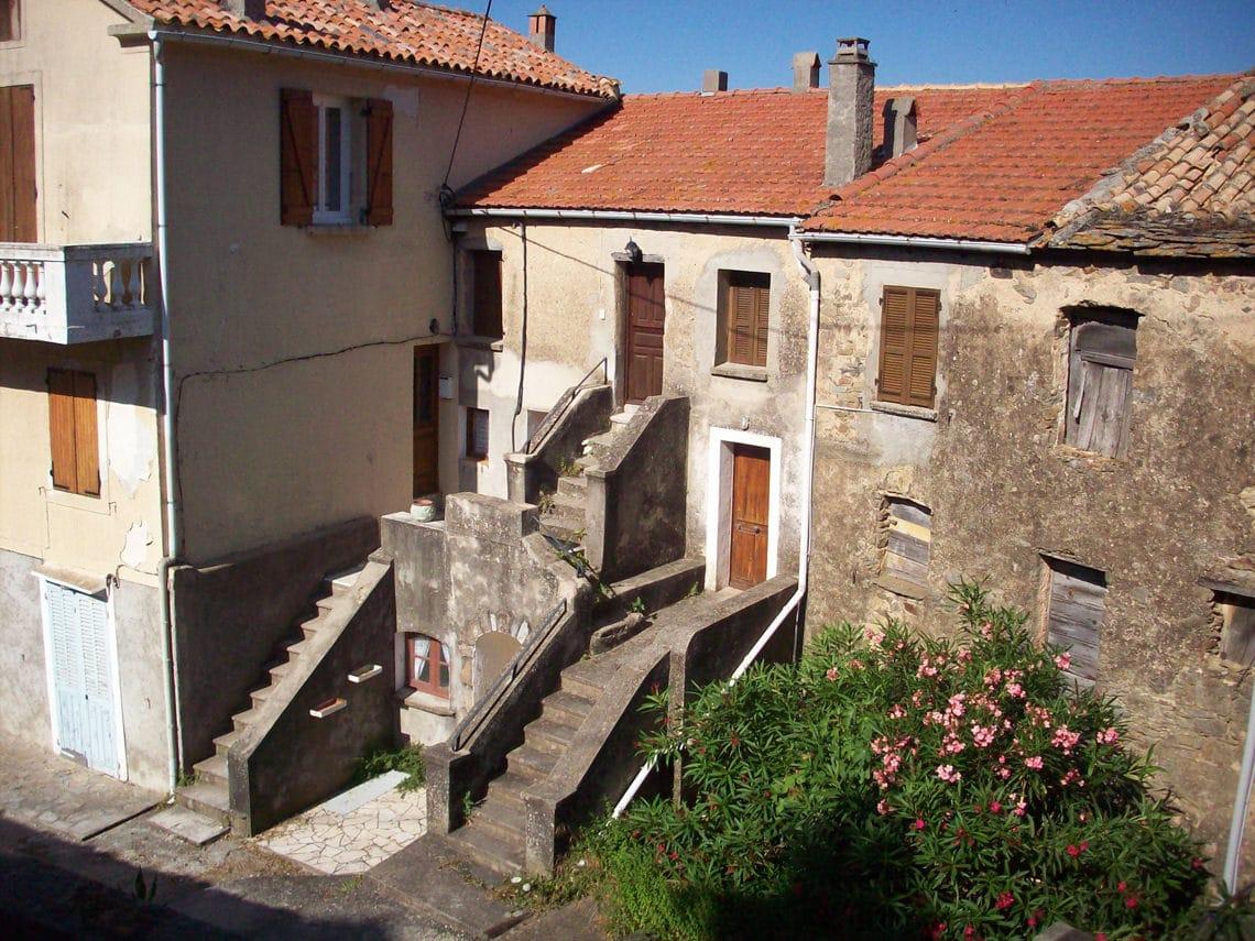 Huis-in-Prunelli-di-Fiumorbo-vlakbij-Abbazzia