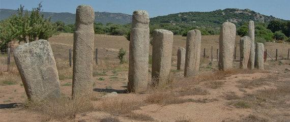 Megalieten-en-menhirs-van-Cauria