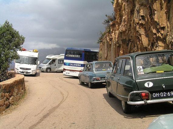Met-de-camper-naar-Corsica-druk-op-de-berg