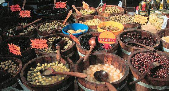 Olijven-op-de-markt-op-Corsica