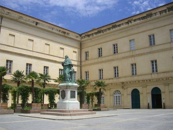 Palais-Fesch-Musee-des-Beaux-Arts-binnenplaats