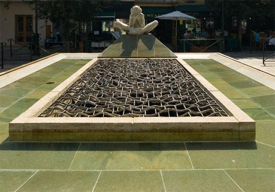 Place-du-Marche-fontein-vooraanzicht
