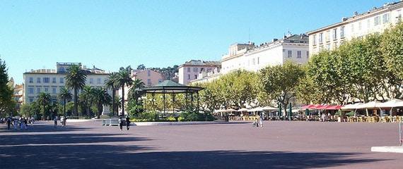 Place-du-Marche-totale-plein-Bastia