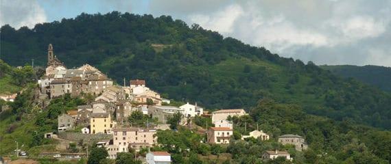 Sorbo-Ocagnano-vanuit-de-bergen