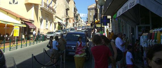 Winkelstraat-in-Propriano