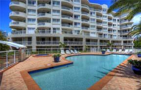 Zwembad-bij-appartementen-op-Corsica